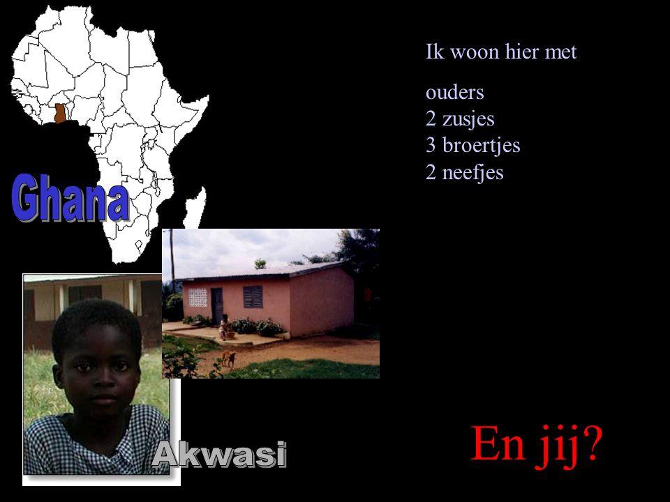 Elke dag vee naar water brengen en dan naar school Veel kinderen wonen in huisjes van klei en takken