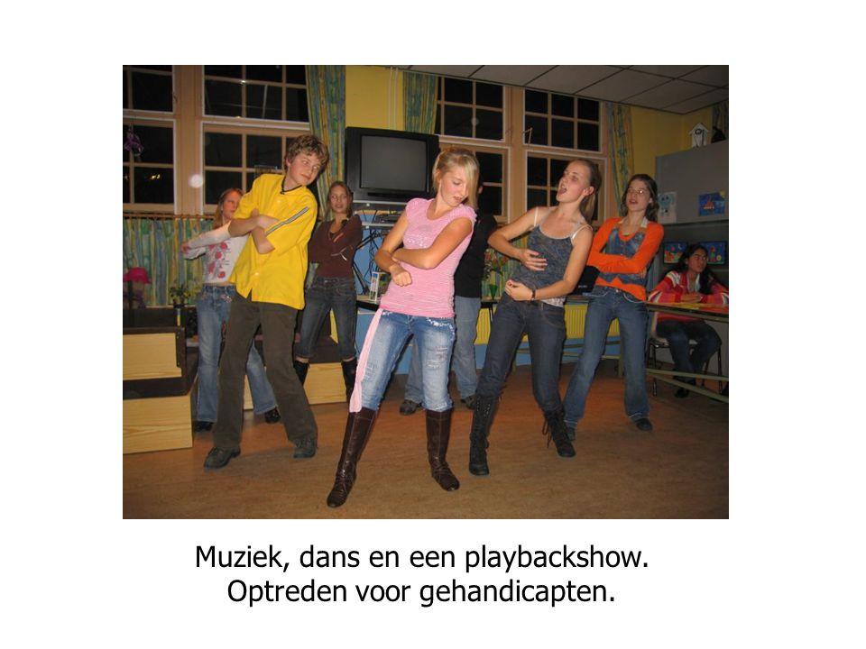 Muziek, dans en een playbackshow. Optreden voor gehandicapten.