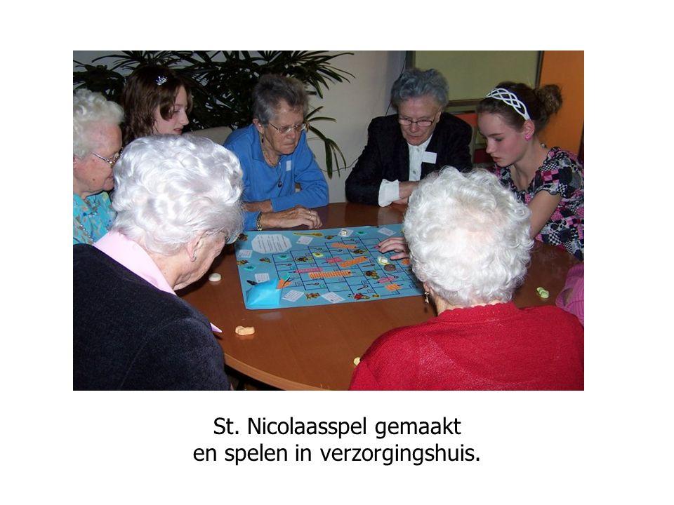 Tuinstoelen soppen… moet ook gebeuren St. Nicolaasspel gemaakt en spelen in verzorgingshuis.