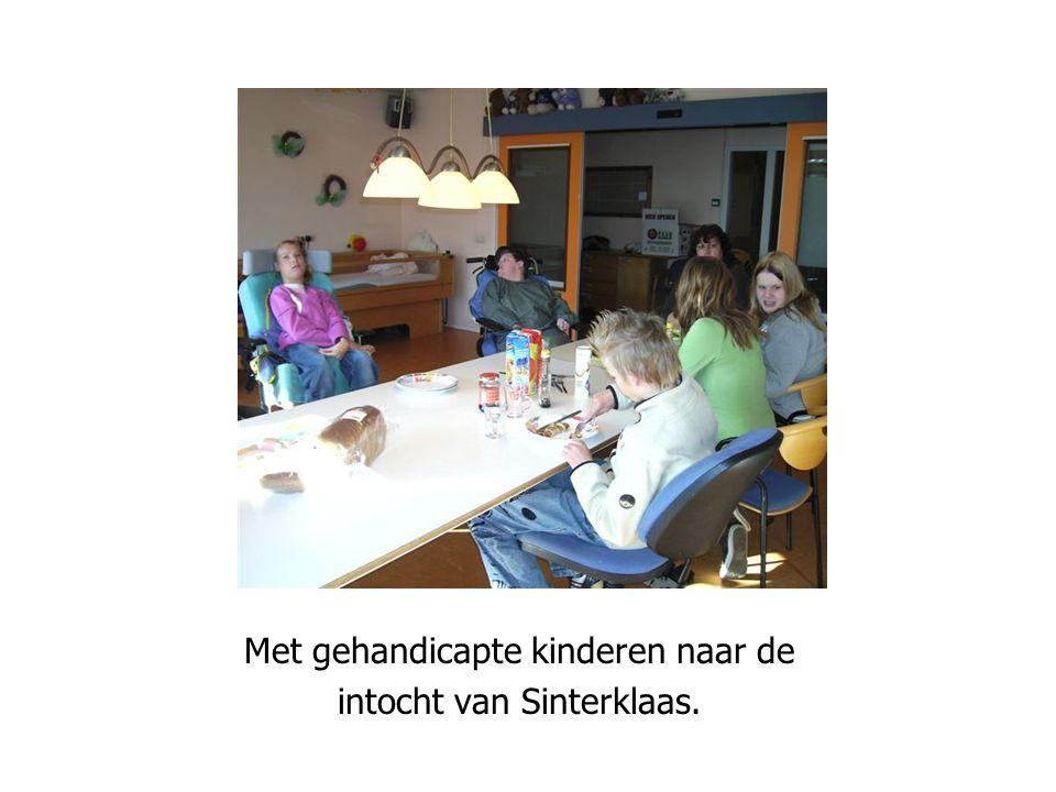 Iedereen wil altijd winnen Met gehandicapte kinderen naar de intocht van Sinterklaas.