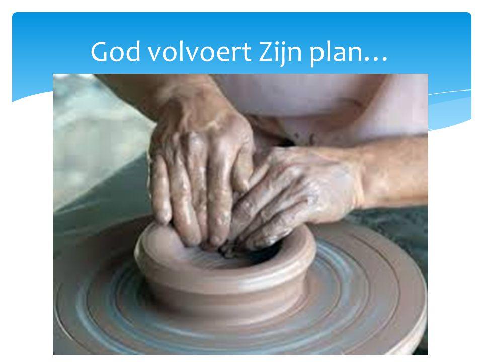 God volvoert Zijn plan…