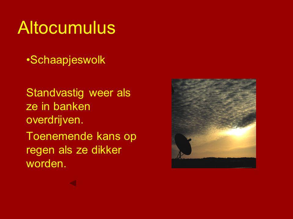 Altocumulus Schaapjeswolk Standvastig weer als ze in banken overdrijven. Toenemende kans op regen als ze dikker worden.