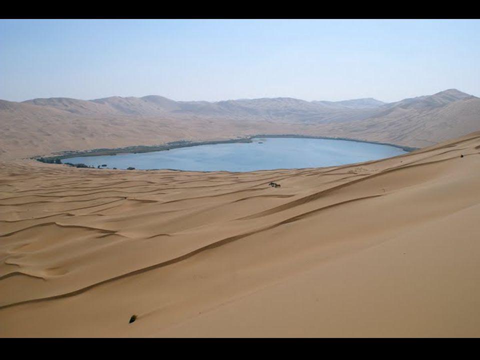 Het resultaat is een prachtig woestijn bezaait met lagunen