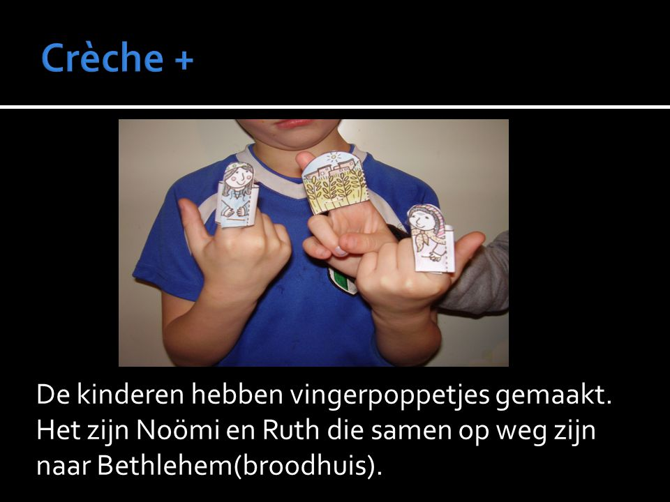De kinderen hebben vingerpoppetjes gemaakt. Het zijn Noömi en Ruth die samen op weg zijn naar Bethlehem(broodhuis).