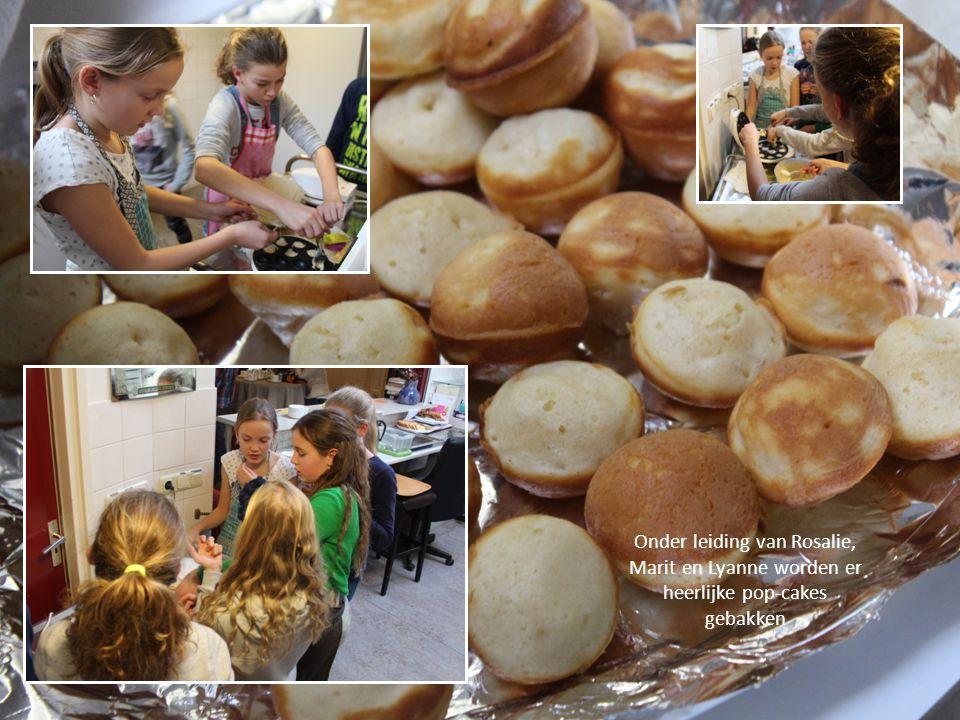 Onder leiding van Rosalie, Marit en Lyanne worden er heerlijke pop-cakes gebakken