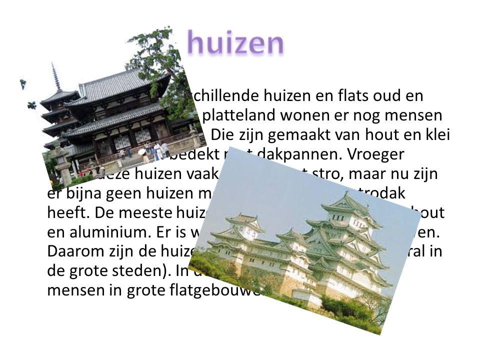In Japan vind je verschillende huizen en flats oud en nieuw.