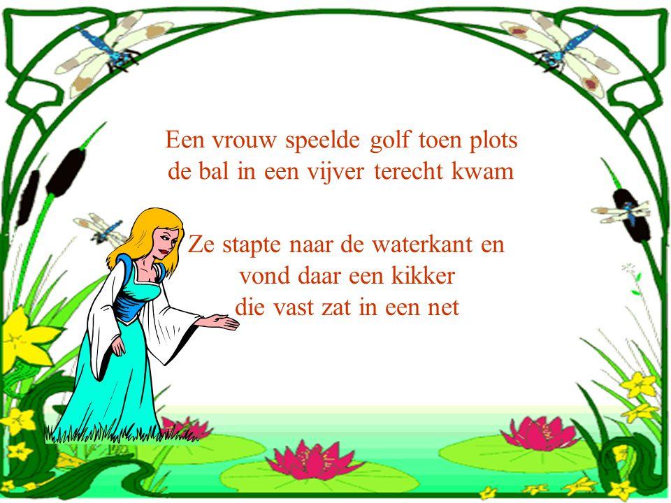 Een vrouw speelde golf toen plots de bal in een vijver terecht kwam Ze stapte naar de waterkant en vond daar een kikker die vast zat in een net