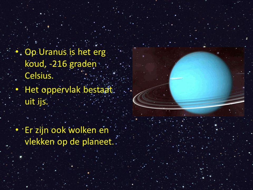 Op Uranus is het erg koud, -216 graden Celsius. Het oppervlak bestaat uit ijs. Er zijn ook wolken en vlekken op de planeet.