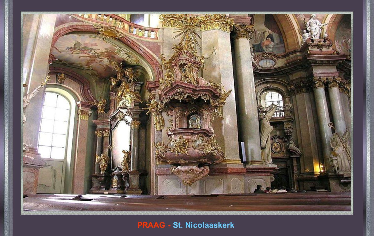 SMOLENSK - RUSLAND Kerk van de Geboorte van Christus Toen Napoleon Rusland binnenviel verkondigde hij voor dit altaar dat indien een van zijn soldaten waagde om te vluchten,, dan zou hij hem persoonlijk doden