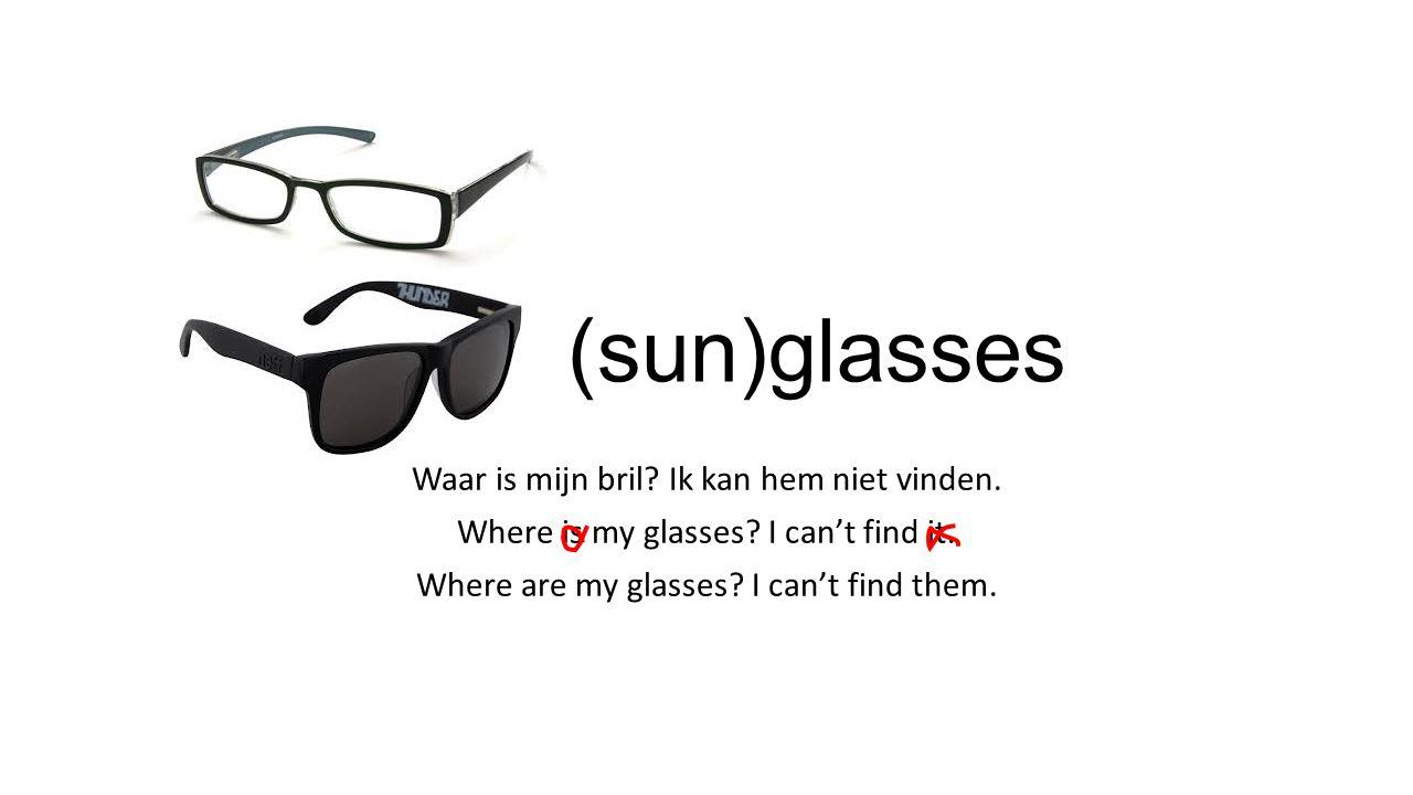 Grammar 1 chapter 7 Woorden die in het Engels altijd meervoud zijn (in het Nederlands niet): spijkerbroek=jeans (lange) broek=pants / trousers korte broek=shorts onderbroek=panties boxershorts=boxers panty=stockings / tights legging=leggings pyjama=pyjamas DUS alles wat je om je twee aparte benen doet (een rok dus niet!!!) Naast kledingstukken zijn ook deze dingen altijd meervoud in het Engels: bril=glasses zonnebril=sunglasses schaar=scissors
