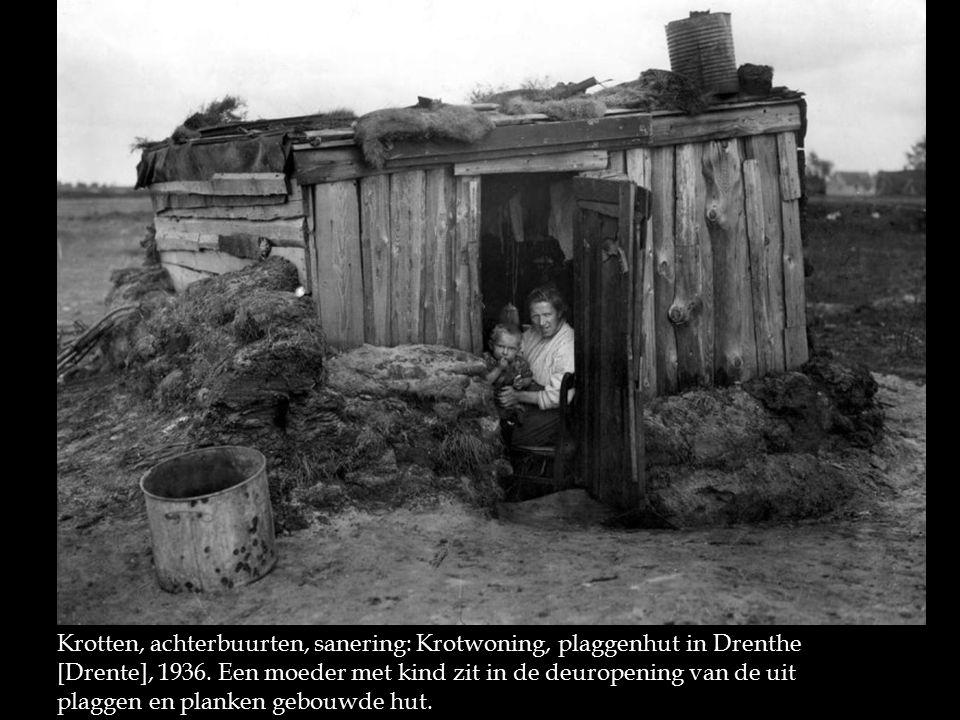 Krotten, achterbuurten, sanering: Krotwoning, plaggenhut in Drenthe [Drente], 1936.