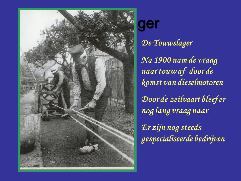 Touwslager De Touwslager Na 1900 nam de vraag naar touw af door de komst van dieselmotoren Door de zeilvaart bleef er nog lang vraag naar Er zijn nog