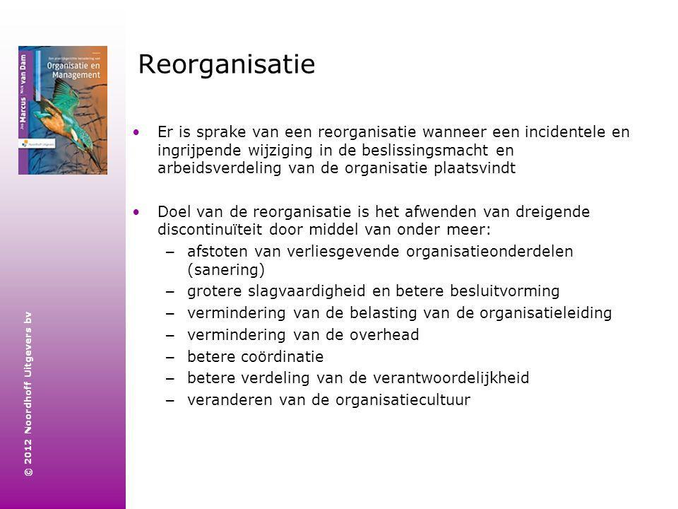 © 2012 Noordhoff Uitgevers bv Reorganisatie Er is sprake van een reorganisatie wanneer een incidentele en ingrijpende wijziging in de beslissingsmacht