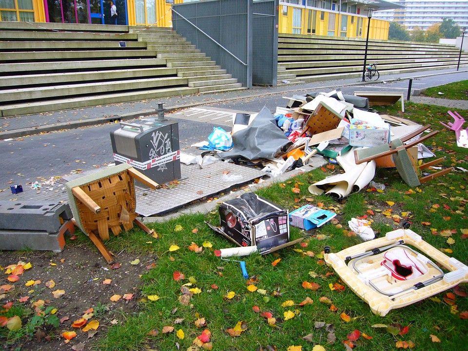Beperken vervuiling grofvuil door: - dumptijden bekend maken - grofvuilregels bekend maken - plek voor glasplaten, spiegels - bak voor verf, olie, chemicaliën
