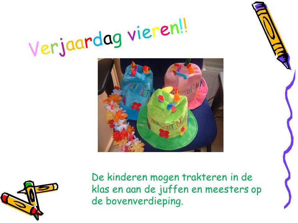 Verjaardag vieren!! De kinderen mogen trakteren in de klas en aan de juffen en meesters op de bovenverdieping.
