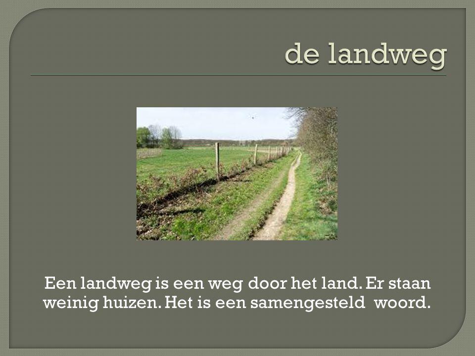 Een landweg is een weg door het land. Er staan weinig huizen. Het is een samengesteld woord.