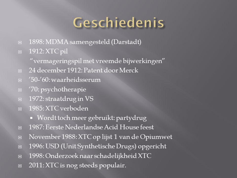  1898: MDMA samengesteld (Darstadt)  1912: XTC pil vermageringspil met vreemde bijwerkingen  24 december 1912: Patent door Merck  '50-'60: waarheidsserum  '70: psychotherapie  1972: straatdrug in VS  1985: XTC verboden  Wordt toch meer gebruikt: partydrug  1987: Eerste Nederlandse Acid House feest  November 1988: XTC op lijst 1 van de Opiumwet  1996: USD (Unit Synthetische Drugs) opgericht  1998: Onderzoek naar schadelijkheid XTC  2011: XTC is nog steeds populair.