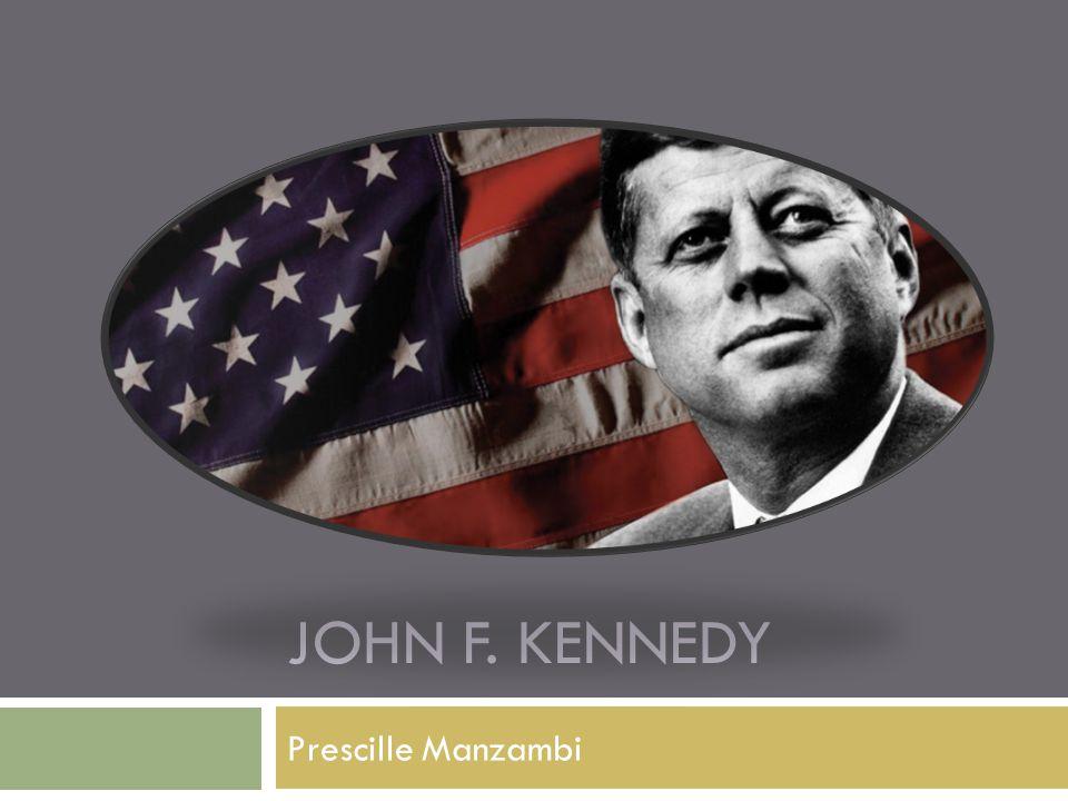 Biografie  19 mei 1917  Jongste president van de VS  Ierse rooms-katholieke familie  Rose kennedy  Jospeh kennedy  1952: versloeg hij Henry Cabot Lodge  1953: trouwde met Jaqueline Lee Bouvier  3 kinderen: Caroline, Johjn en Patrick  Versloeg Richard Nixon  Slogan: Laten we ons land weer in beweging brengen