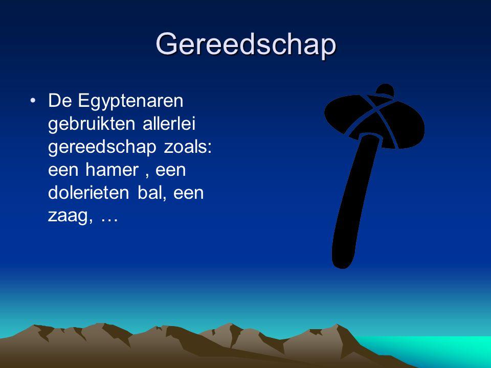 Gereedschap De Egyptenaren gebruikten allerlei gereedschap zoals: een hamer, een dolerieten bal, een zaag, …