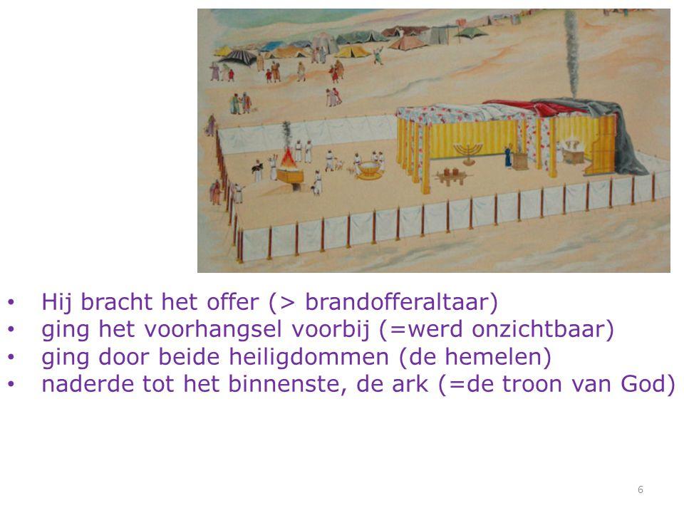 6 Hij bracht het offer (> brandofferaltaar) ging het voorhangsel voorbij (=werd onzichtbaar) ging door beide heiligdommen (de hemelen) naderde tot het binnenste, de ark (=de troon van God)