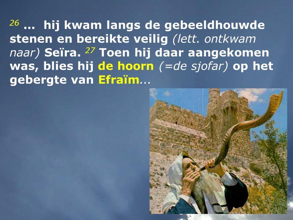 26...hij kwam langs de gebeeldhouwde stenen en bereikte veilig (lett.