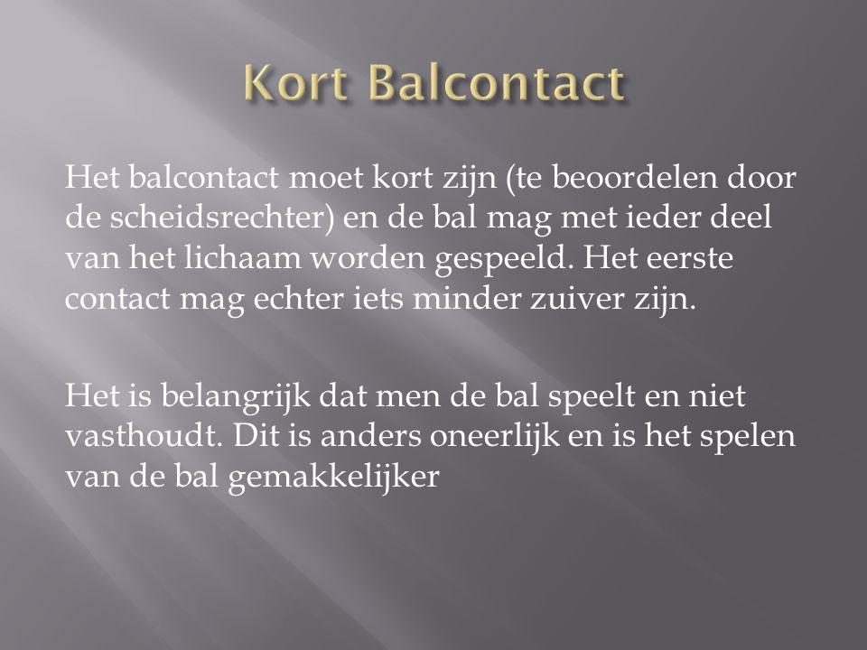 Het balcontact moet kort zijn (te beoordelen door de scheidsrechter) en de bal mag met ieder deel van het lichaam worden gespeeld. Het eerste contact