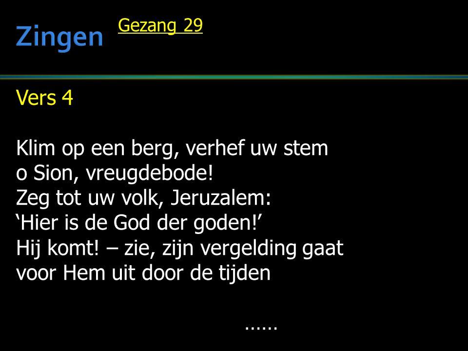 Vers 4 Klim op een berg, verhef uw stem o Sion, vreugdebode! Zeg tot uw volk, Jeruzalem: 'Hier is de God der goden!' Hij komt! – zie, zijn vergelding