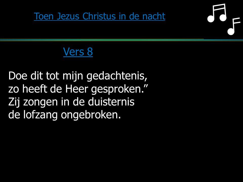 """Doe dit tot mijn gedachtenis, zo heeft de Heer gesproken."""" Zij zongen in de duisternis de lofzang ongebroken. Toen Jezus Christus in de nacht Vers 8"""