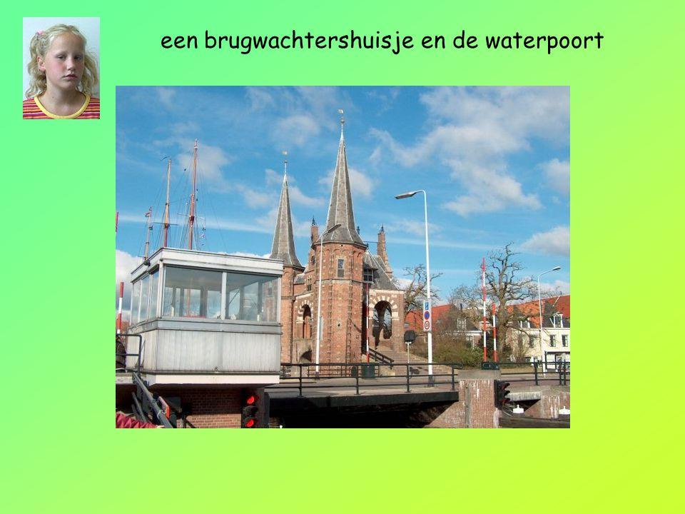 een brugwachtershuisje en de waterpoort