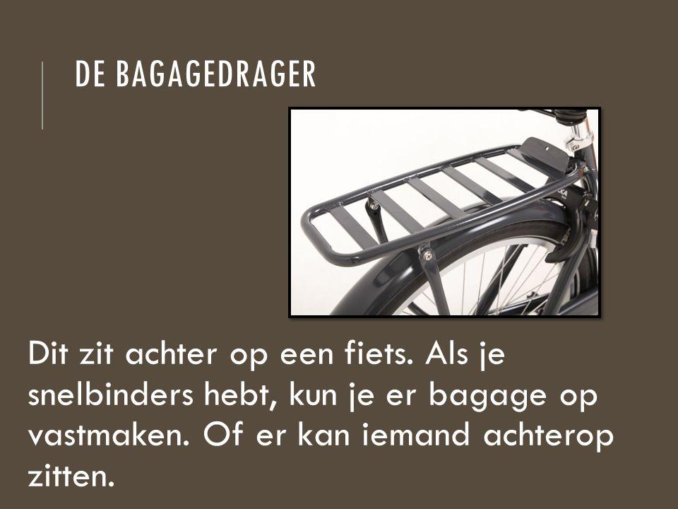 DE BAGAGEDRAGER Dit zit achter op een fiets. Als je snelbinders hebt, kun je er bagage op vastmaken. Of er kan iemand achterop zitten.
