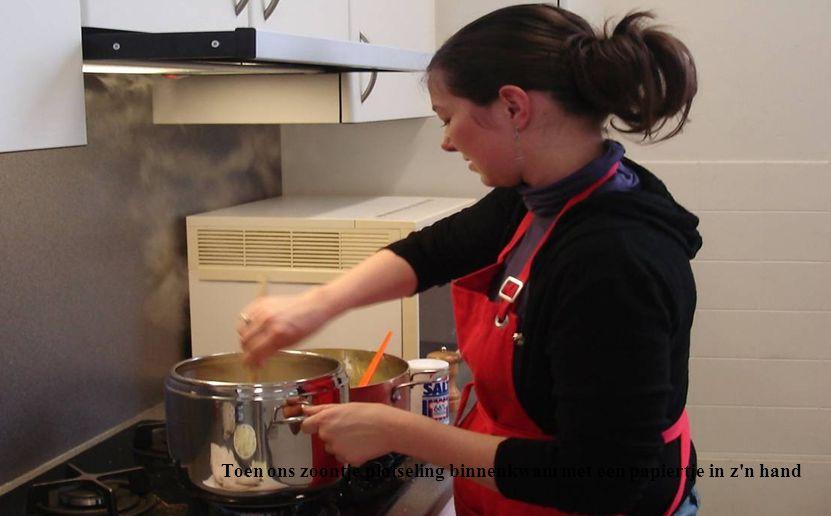 Vanmiddag was m'n vrouw in de keuken bezig met het eten
