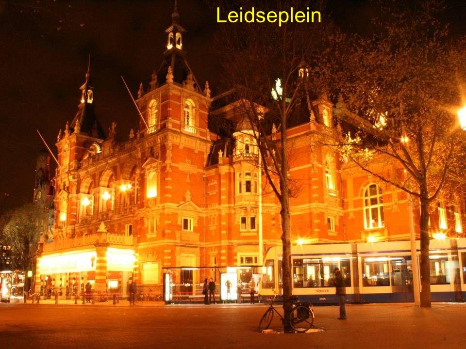 """Avondje in de """"lichtstad"""" de meest bekende plekjes MUZIEKALE BIJDRAGE """"Manke Nelis"""" volgt ………. Almere. PPT P.Koorn"""