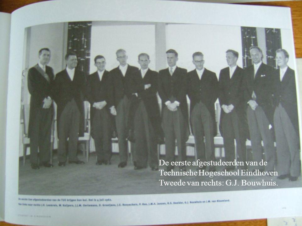 : De eerste afgestudeerden van de Technische Hogeschool Eindhoven Tweede van rechts: G.J. Bouwhuis.