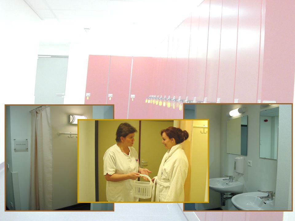 patiënt wordt opgehaald en naar dagcentrum begeleid