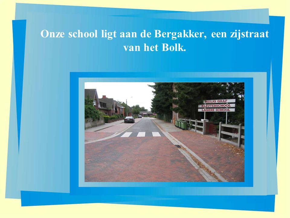 Onze school ligt aan de Bergakker, een zijstraat van het Bolk.
