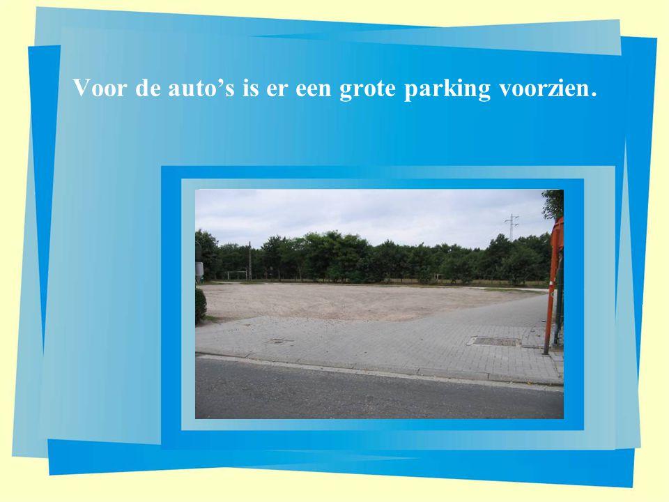 Voor de auto's is er een grote parking voorzien.