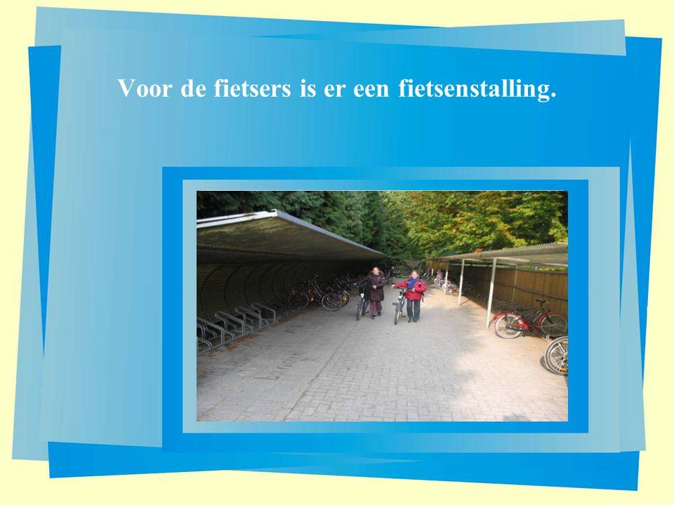 Voor de fietsers is er een fietsenstalling.