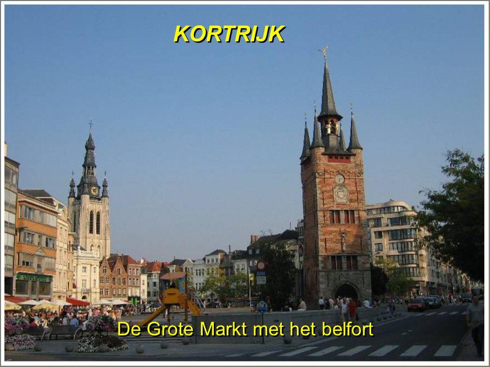 KORTRIJK De Grote Markt met het belfort