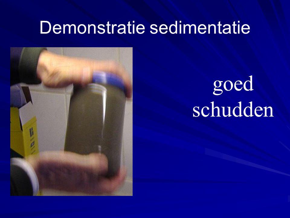 Demonstratie sedimentatie goed schudden