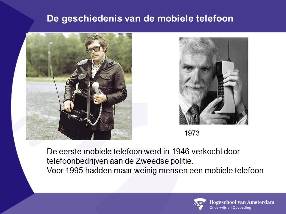 De geschiedenis van de mobiele telefoon De eerste mobiele telefoon werd in 1946 verkocht door telefoonbedrijven aan de Zweedse politie.
