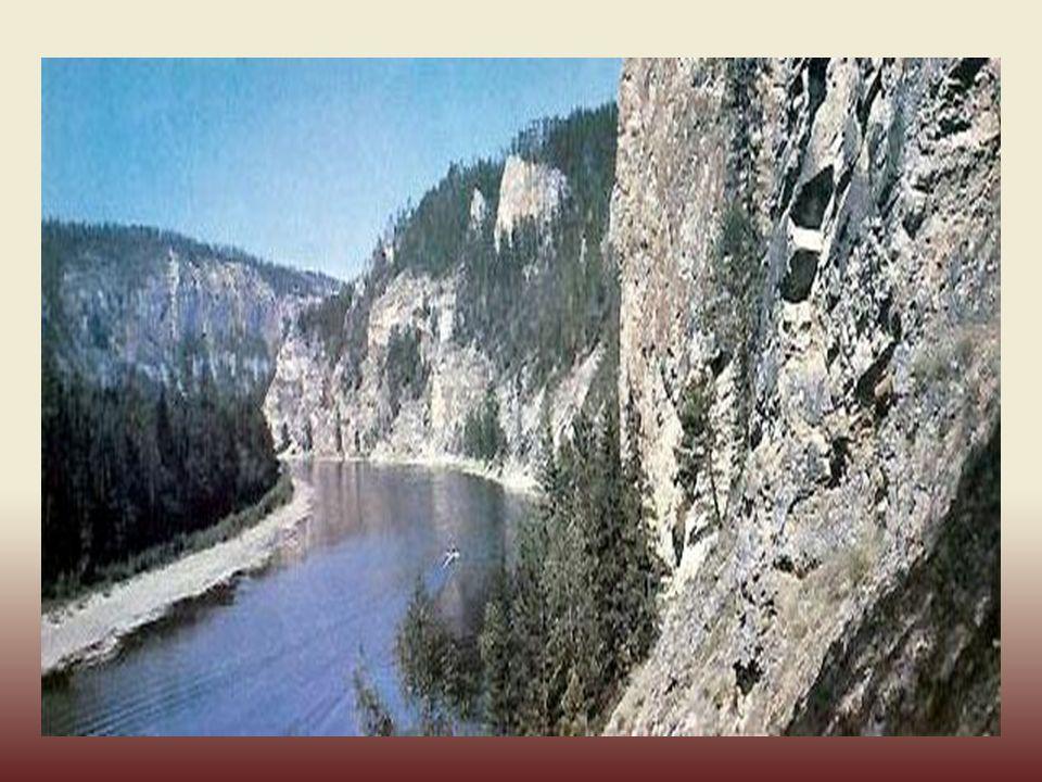 Het is één van de koudste plaasten op aarde, met 'n gemiddelde temperatuur van -40 º C. Localisatie van Yakoutsk lands de Lena-rivier