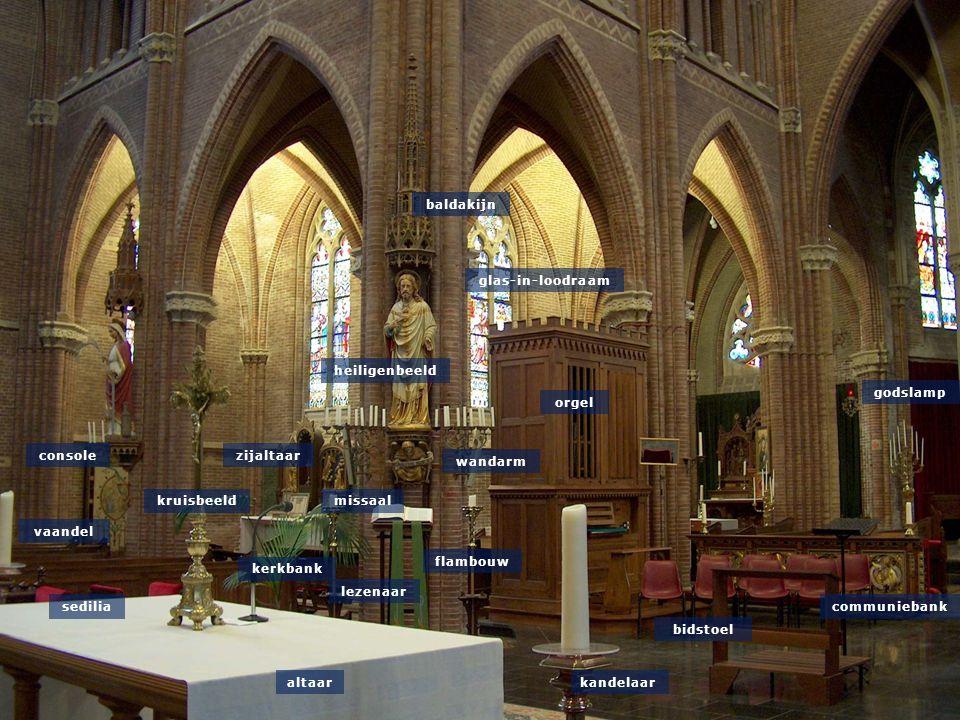 heiligenbeeld flambouw wandarm baldakijn godslamp kandelaar kruisbeeld consolezijaltaar vaandel lezenaar communiebank orgel bidstoel missaal kerkbank