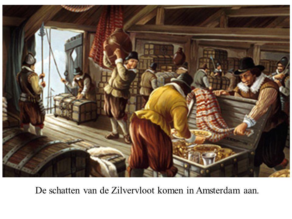 De schatten van de Zilvervloot komen in Amsterdam aan.