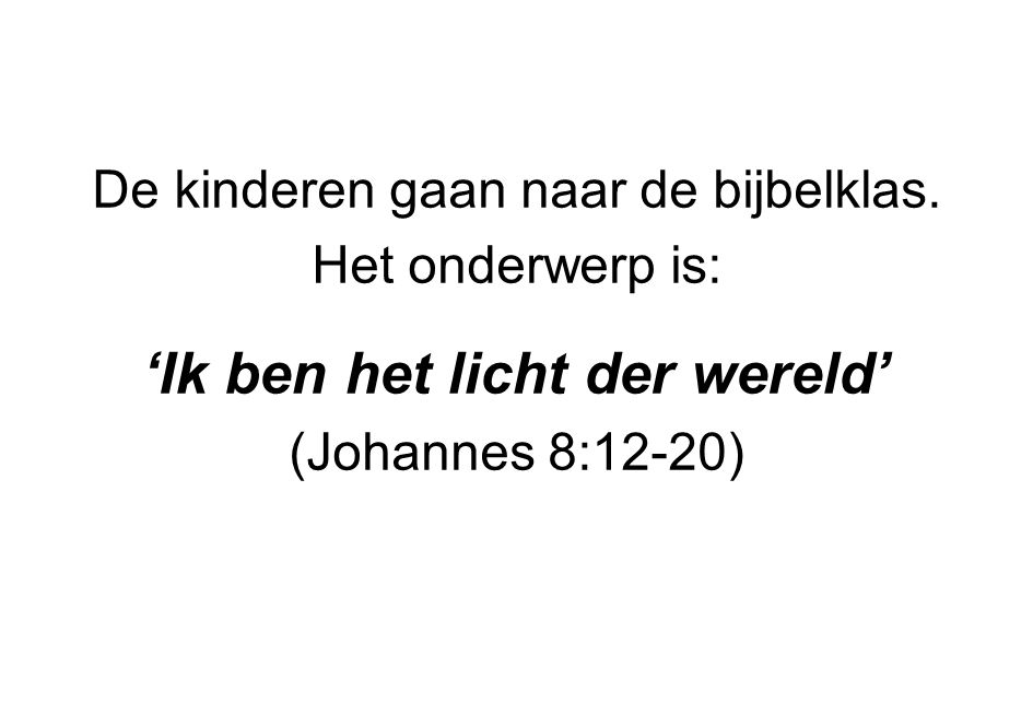 De kinderen gaan naar de bijbelklas. Het onderwerp is: 'Ik ben het licht der wereld' (Johannes 8:12-20)