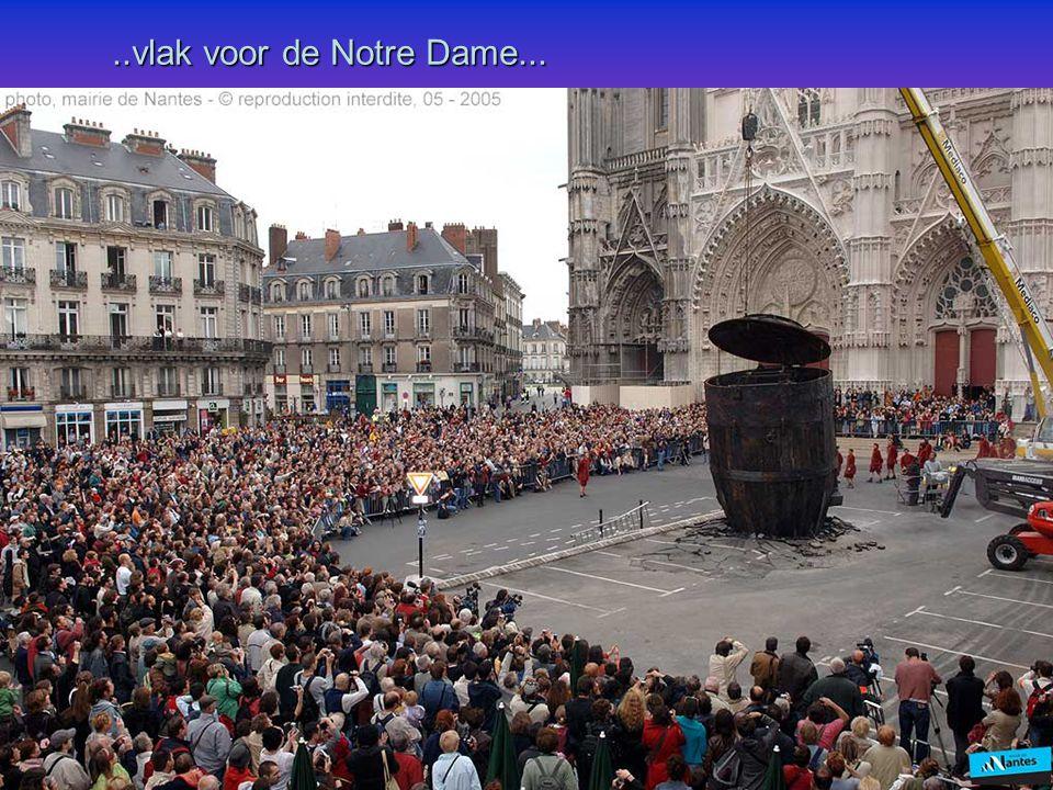 ..vlak voor de Notre Dame...