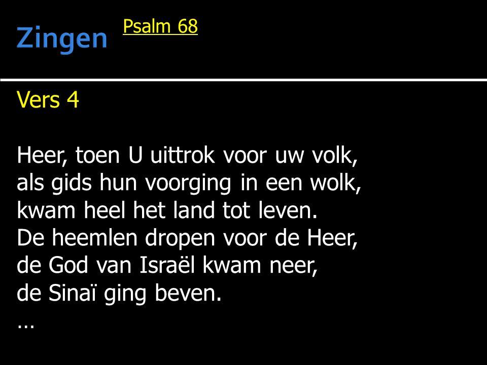 Vers 4 Heer, toen U uittrok voor uw volk, als gids hun voorging in een wolk, kwam heel het land tot leven. De heemlen dropen voor de Heer, de God van