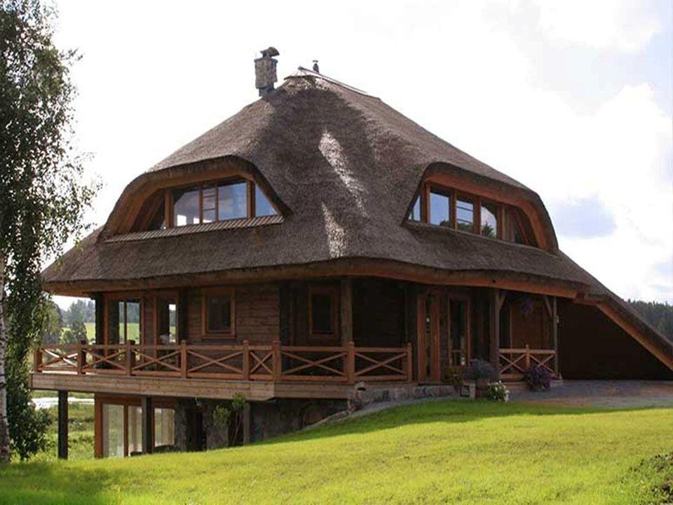 Voor elk huis zijn momenteel vier soorten dakbedekking toegelaten: strodak, boomstammen, aardewerk of cementtegels. Je bent echter niet beperkt in jou
