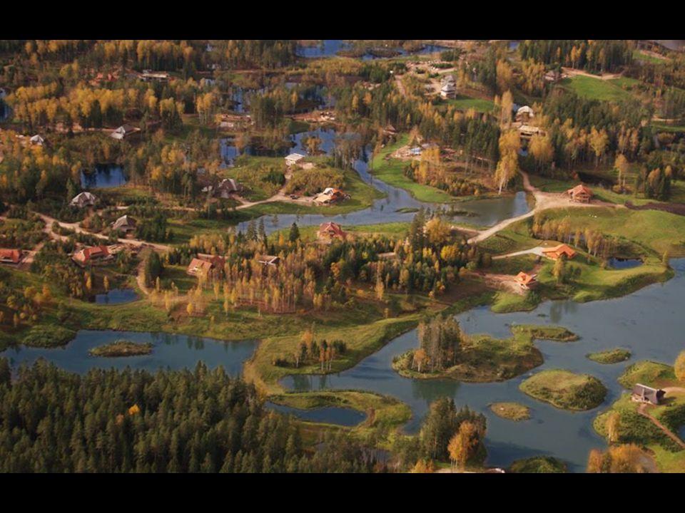 Amatciems ligt 80 km van Riga, de hoofdstad van Letland en 12 km van Cēsis, een stadje met zo'n 20.000 inwoners. Als je een huis wil kopen op een afge