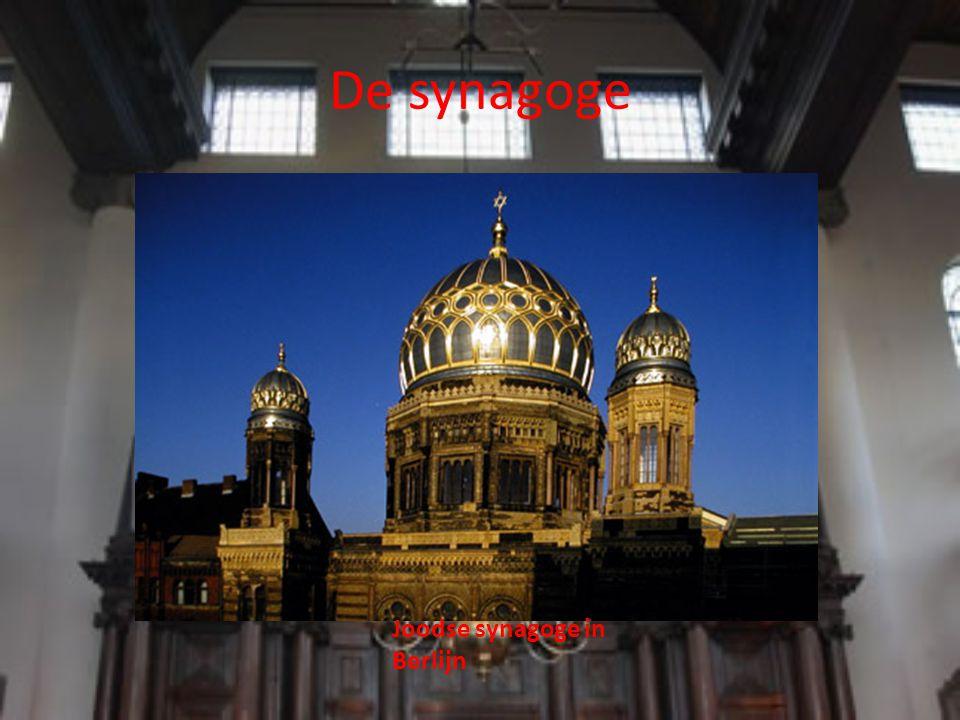 De synagoge Binnen in de synagoge zijn een aantal belangrijke kenmerken.