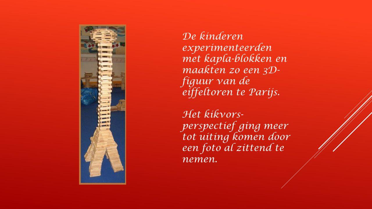 De kinderen experimenteerden met kapla-blokken en maakten zo een 3D- figuur van de eiffeltoren te Parijs.